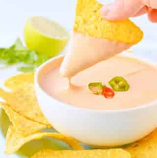 VEGAN NACHO CHEESE SAUCE KETO + PALEO, with Nutritional yeast, macadamia nuts and spices. #vegannachocheesesauce #vegancheese #vegansauce #veganketo #ketovegan #veganpaleo #paleovegan #veganrecipes #esyvegan #healthyvegan