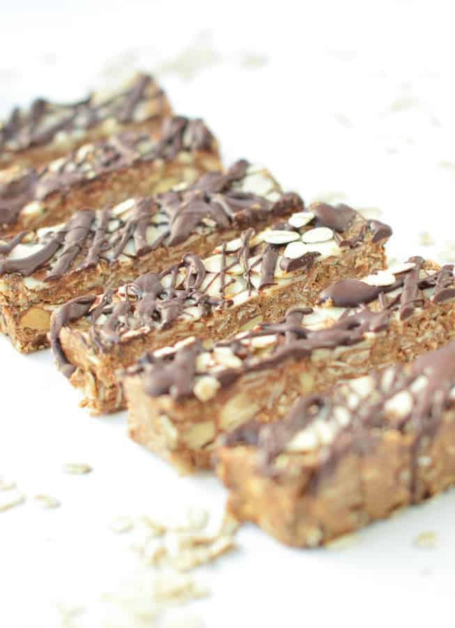 NO BAKE HEALTHY GRANOLA BARS, easy homemade chewy vegan school lunch bars with coconut oil and chocolate #nobakegranolabars #nobakehealthygranolabars #nobake #vegan #veganrecipes #veganbreakfast #schoollunch #easy #healthy #videos #chewy #granolabars #almonds #homemade #veganbreakfast #veganfood #granola