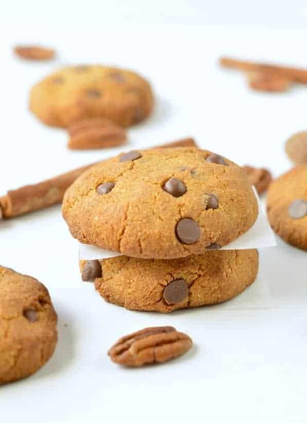 HEALTHY PUMPKIN CHOCOLATE CHIPS COOKIES vegan + gluten free #pumpkincookies #pumpkin #cookies #vegancookies #easy #healthy #vegan #glutenfree #soft #chocolatechips #6ingredient #best #videos