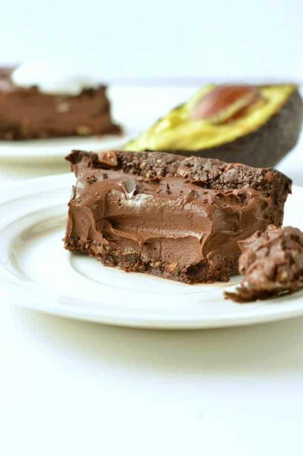 NO BAKE CHOCOLATE AVOCADO PIE Vegan, gluten free #easy #healty #nobake #pie #chocolate #vegan #avocado #paleo #grainfree #tart #mousse #cream #vegandesserts