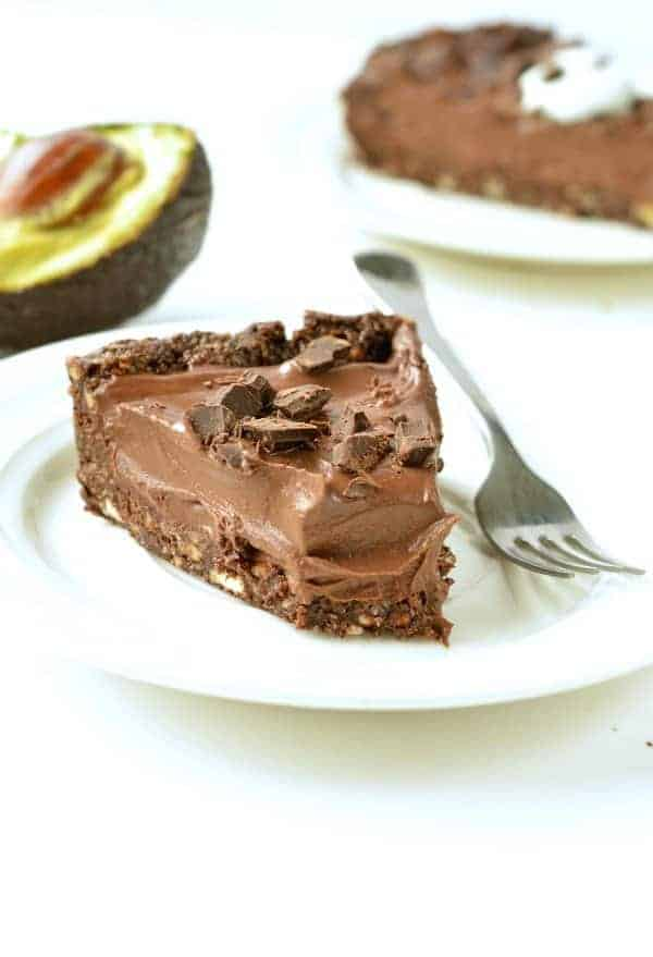 NO BAKE CHOCOLATE AVOCADO PIE Vegan, gluten free #easy #healty #nobake #pie #chocolate #vegan #avocado #paleo #grainfree #tart #mousse #cream #vegandesserts