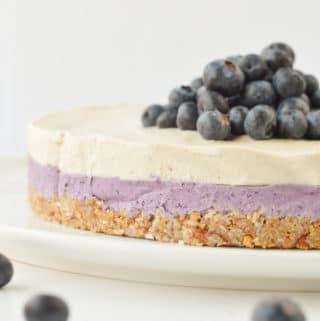 NO BAKE BLUEBERRY CHEESECAKE - Vegan, Easy, Healthy, Dairy free #vegan #easy #cheesecake #blueberry #dairyfree #paleo #cashews #glutenfree #healthy