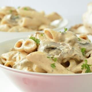 VEGAN MUSHROOM PASTA EASY Cashew Sauce #veganmushroompasta #creamymushroompasta #mushroompasta #mushroom #pasta #veganpasta #easy #creamy #cashewsauce #cashew #healthy #simple