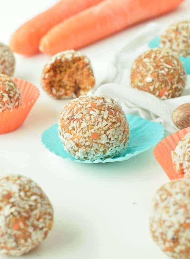 CARROT CAKE ENERGY BITES Easy + Healthy + Vegan #carrotcakeballs #energybites #carrotcakeballs #balls #easy #healthy #vegan #vegansnacks #rawcarrotcake #nobake