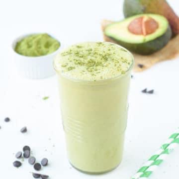 matcha green tea avocado smoothiematcha green tea avocado smoothie