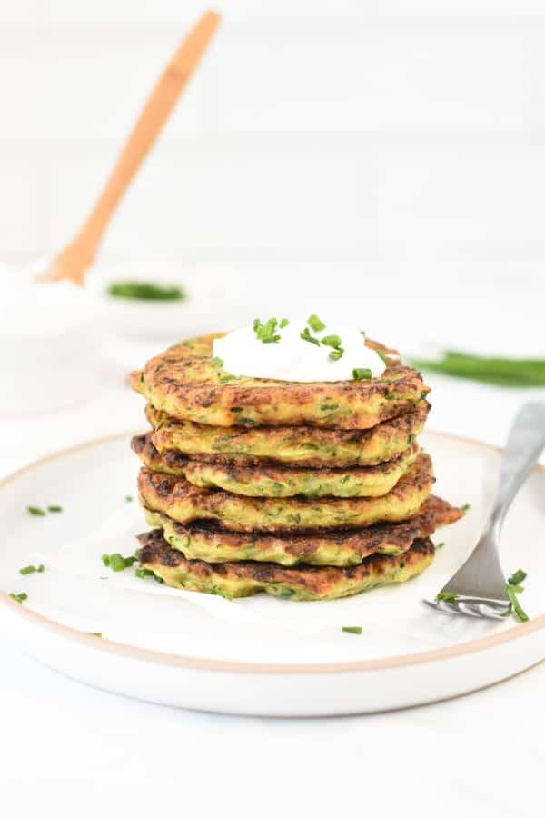 Vegan zucchini fritters crispyVegan zucchini fritters crispy