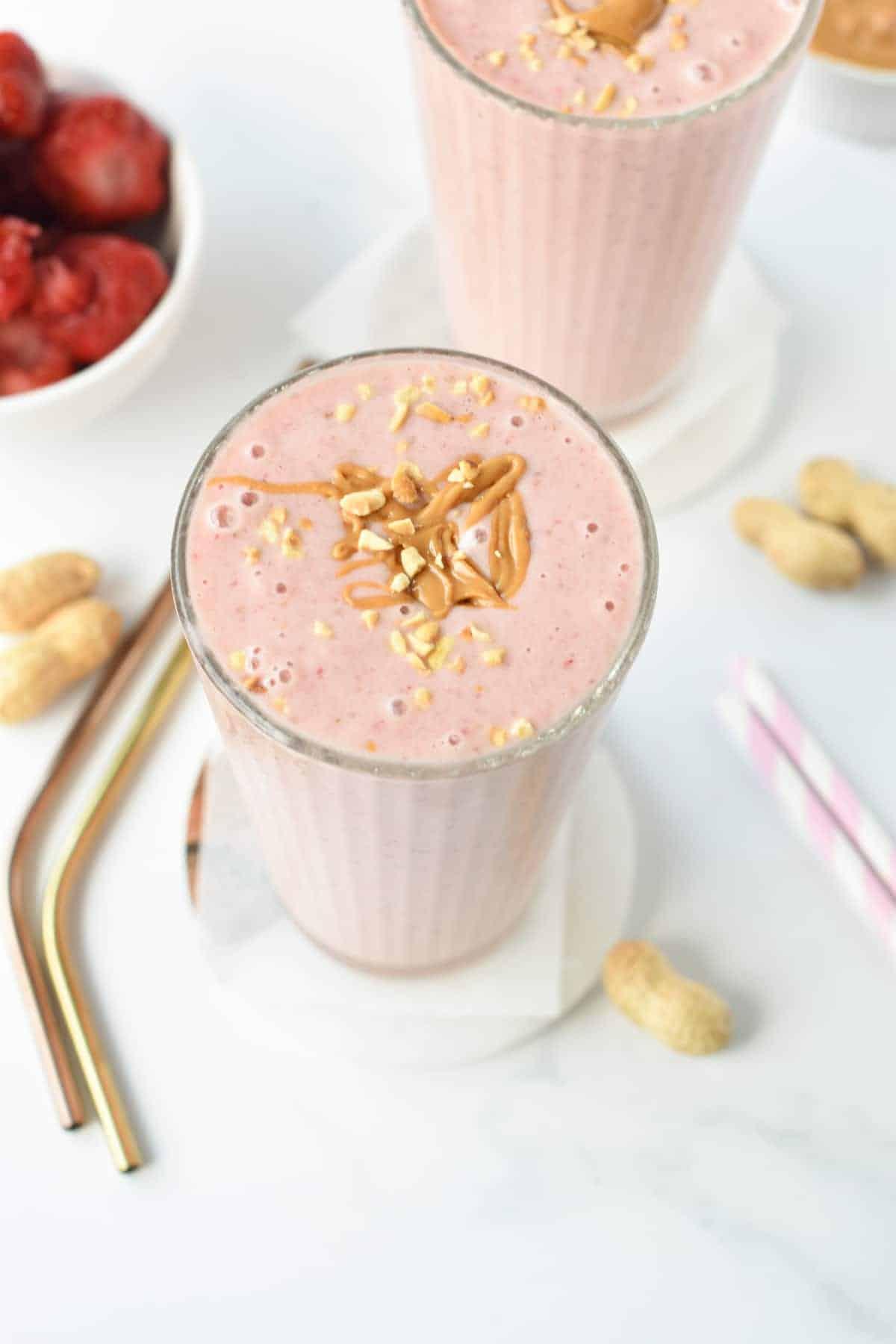 4-ingredients Strawberry Smoothie